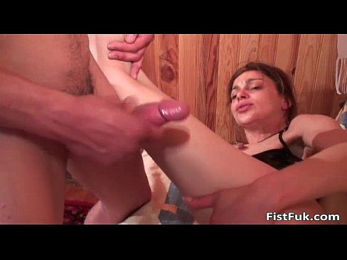 Horny Slut Gets Her Tight Anusfisted